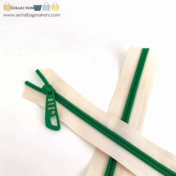 Zipper by the yard #5 - Offwhite tape with emerald green coil